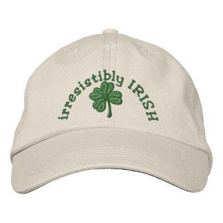 irresistiblemente irlandés - casquillo del trébol gorra de béisbol