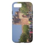 Tourists in front of Fatehpur Sikri, in the iPhone 8/7 Case