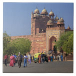 Tourists in front of Fatehpur Sikri, in the Tile