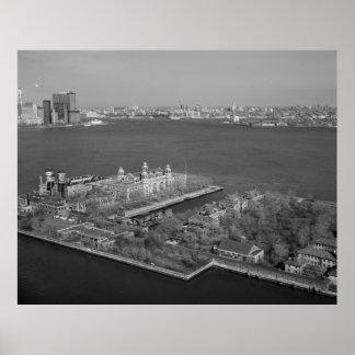 Isla de Ellis y fotografía del puerto de NYC Póster