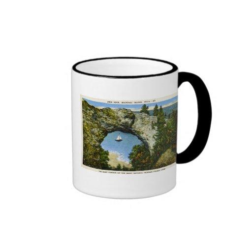 Isla de Mackinac de la roca del arco, Michigan Taza De Café