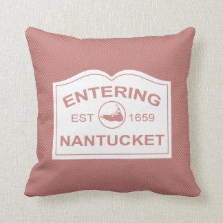 Isla de Nantucket que entra, Est 1659 con el mapa Cojín Decorativo