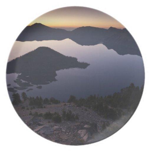 Isla en el amanecer, parque nacional del mago del  plato para fiesta