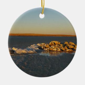 Isla en las praderas en Saskatchewan, Canadá Adorno Navideño Redondo De Cerámica