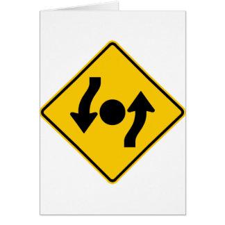 Isla en muestra de la carretera de la intersección tarjeta de felicitación