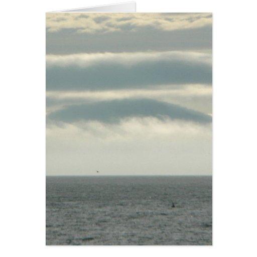Isla extraña en niebla tarjeta