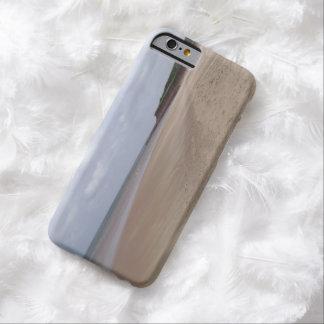 """""""Isla hermosa en alguna parte"""" del caso de Funda De iPhone 6 Barely There"""