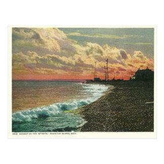 Isla Michigan de Mackinac de la puesta del sol del Postales