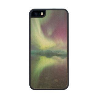 Islandia, Jokulsarlon. Las luces de la aurora Funda De Arce Carved® Para iPhone 5 Slim