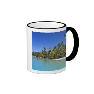 Islas de cocinero alineadas palma de la playa 2 taza de café