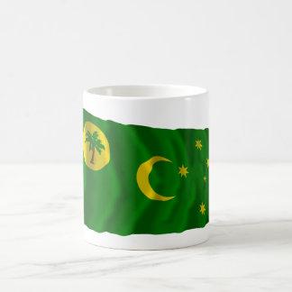 Islas de Cocos que agitan la bandera Tazas De Café