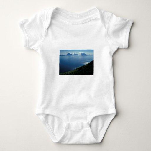 Islas de cuatro montañas camiseta