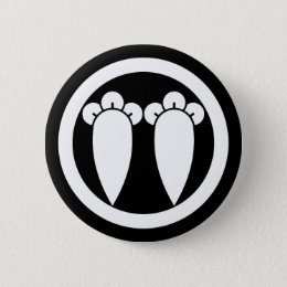 It lines up into the circle, the clove pinback button
