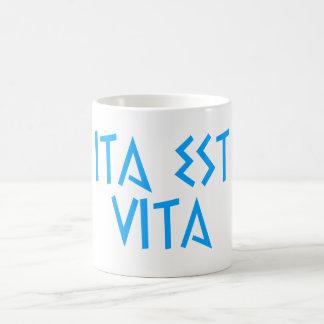 ita vita latin est latin mug