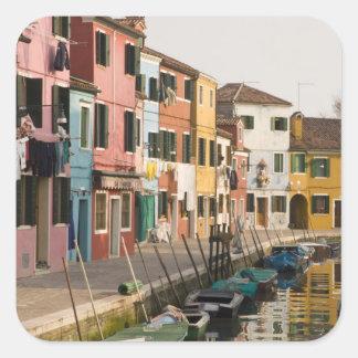 Italia, Burano. Casas coloridas de la línea a Pegatina Cuadrada