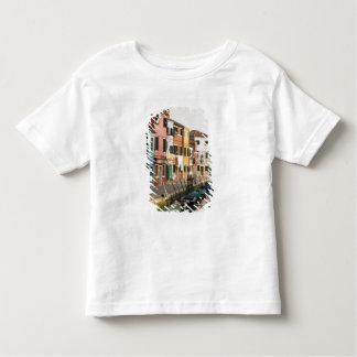 Italia, Burano. Casas coloridas de la línea a Playera De Bebé