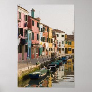 Italia, Burano. Casas coloridas de la línea a Póster