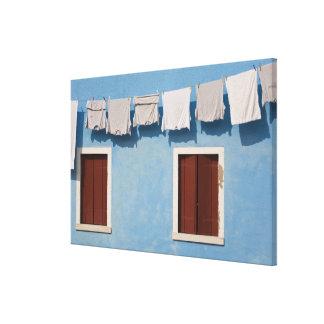 Italia, Burano. Lavadero y ventanas colgantes adel Impresiones De Lienzo