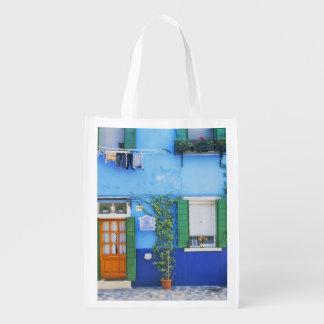 Italia, Burano. Una casa colorida en Burano cerca Bolsas De La Compra