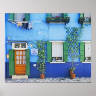 Italia, Burano. Una casa colorida en Burano cerca Póster