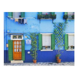 Italia, Burano. Una casa colorida en Burano cerca Tarjetas Postales