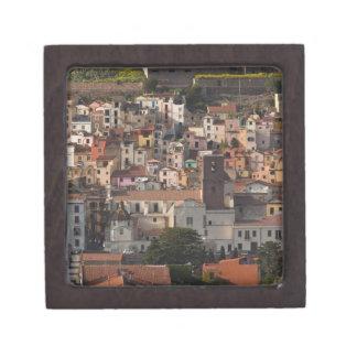 Italia, Cerdeña, Bosa. Opinión de la ciudad con Ca Caja De Regalo De Calidad
