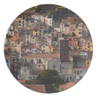 Italia, Cerdeña, Bosa. Opinión de la ciudad con Ca Plato Para Fiesta