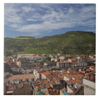 Italia, Cerdeña, Bosa. Opinión de la ciudad de Cas Azulejo Cuadrado Grande