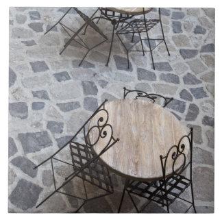 Italia, Cerdeña, Castelsardo. Tablas del café Azulejo Cuadrado Grande