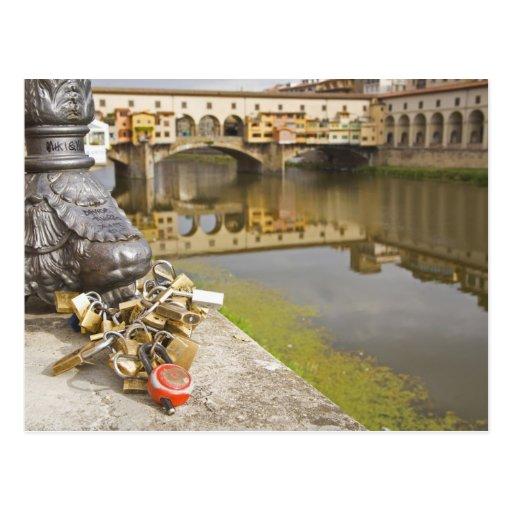 Italia, Florencia, cerraduras del amor y reflexion Tarjetas Postales