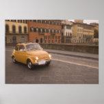 Italia, Florencia. Fiat 800 cruces Arno de la reun Impresiones