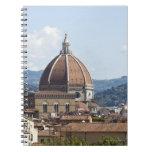 Italia, Florencia, paisaje urbano con el Duomo Libretas