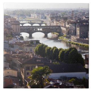 Italia, Florencia, Ponte Vecchio y el río Arno Azulejo