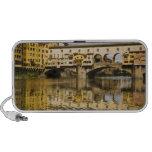 Italia, Florencia, reflexiones en el río Arno Altavoces