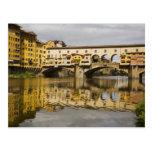 Italia, Florencia, reflexiones en el río Arno Postal