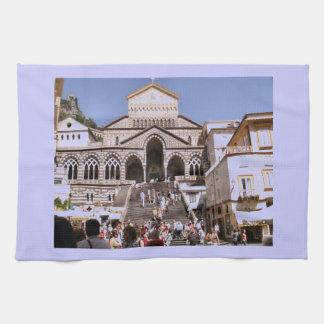 Italia iglesia en la costa de Amalfi Toalla De Mano