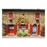 Italia, Lucignano, obturadores rojos y cosecha Fotografía