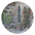 Italia, Petroio. Las plantas Potted adornan un pat Platos Para Fiestas