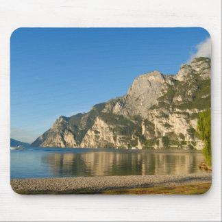 Italia, Riva del Garda, lago Garda, soporte Tapete De Ratones