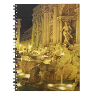 Italia, Roma. Fuente del Trevi en la noche Cuadernos