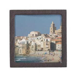 Italia, Sicilia, Cefalu, opinión de la ciudad con  Cajas De Recuerdo De Calidad