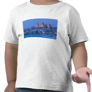 Italia, Sicilia, Cefalu, visión con el Duomo de Camisetas