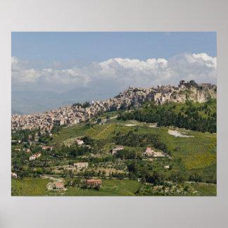 Italia, Sicilia, Enna, Calascibetta, opinión de la Póster