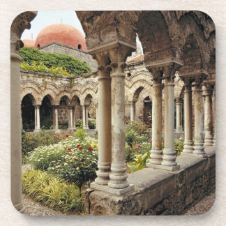 Italia, Sicilia, Palermo. Los claustros sobreviven Portavasos