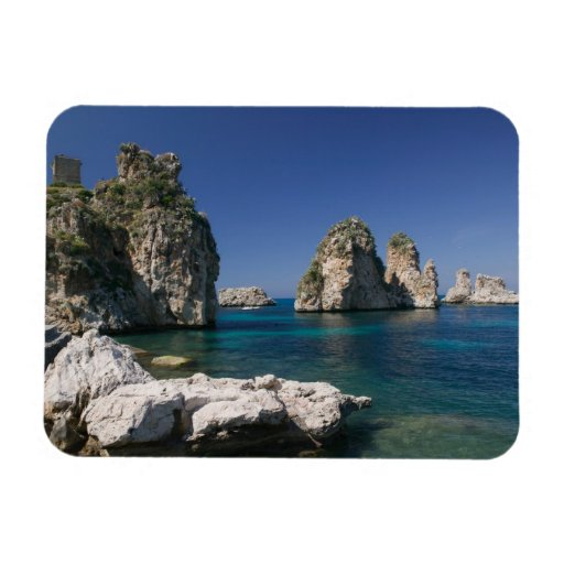 Italia, Sicilia, Scopello, rocas por el Tonnara Imán