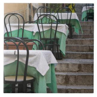 ITALIA, Sicilia, TAORMINA: Corso Umberto 1, café Azulejo Cuadrado Grande