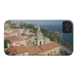 ITALIA, Sicilia, TAORMINA: Vea hacia la plaza IX iPhone 4 Case-Mate Cárcasas