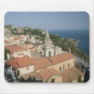 ITALIA, Sicilia, TAORMINA: Vea hacia la plaza IX Mousepad