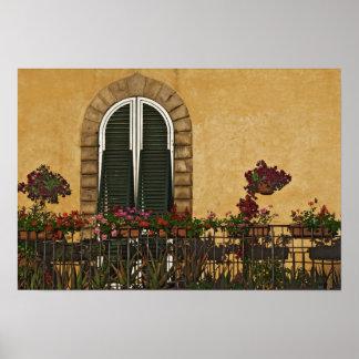 Italia, Toscana, Lucca. Balcón adornado con Póster