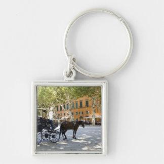 Italia, Toscana, Lucca, birlocho en la plaza Llavero Cuadrado Plateado